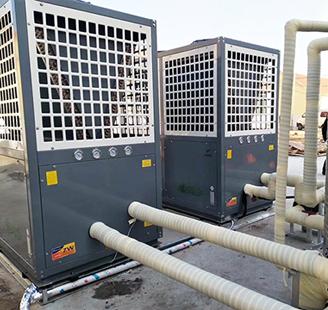 山东省临沂中铁城空气能热水两台20P低温热水机配20吨水箱