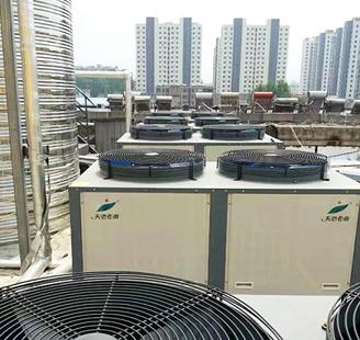 山东省费县7天连锁酒店8台10匹低温机器配40吨水箱